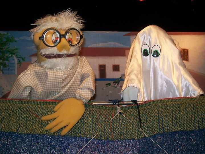 """Teatro de bonecos """"O Fantasma e o Lixo"""" no """"Domingo é Dia de Teatro"""""""