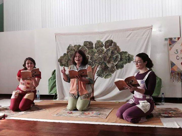 """Peça baseada no livro """"Brincadeiras Infantis na Ilha de Santa Catarina"""""""