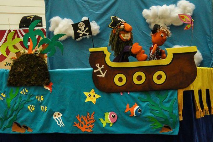 """Espetáculo de bonecos """"A aventura do pirata Barba suja"""", com Circo da Goiaba"""