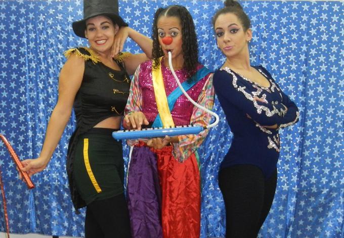 """""""Circo das Bonecas"""" no """"Domingo é Dia de Teatro"""""""