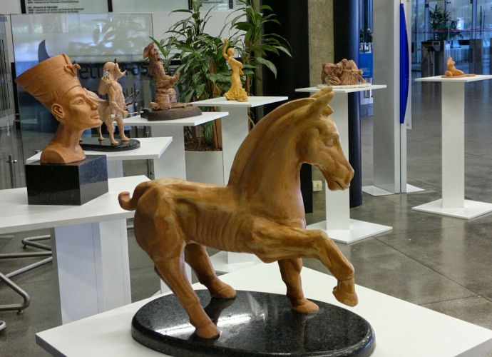 """Exposição de esculturas """"Sonhos da madrugada"""", de MJ Zomer"""