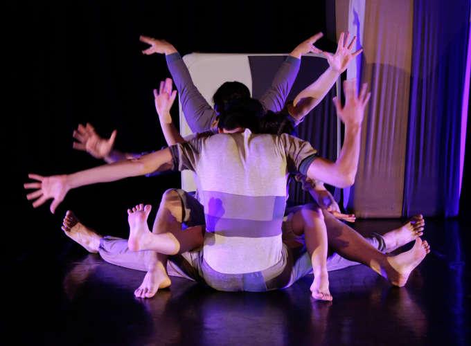 """Espetáculo """"Guia Improvável para Corpos Mutantes"""" (RS) - 8° Festival Múltipla Dança"""