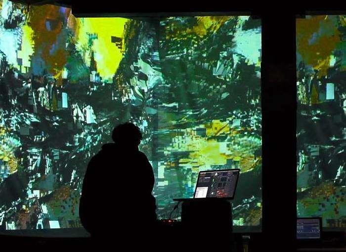 Workshop de VJ e Performance Audiovisual Jam, com Bruno Bez
