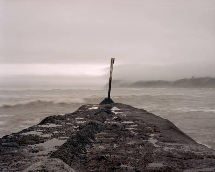 """Exposição fotográfica sobre experiências de imigrantes """"The Harbor"""", de Rodrigo Hill"""
