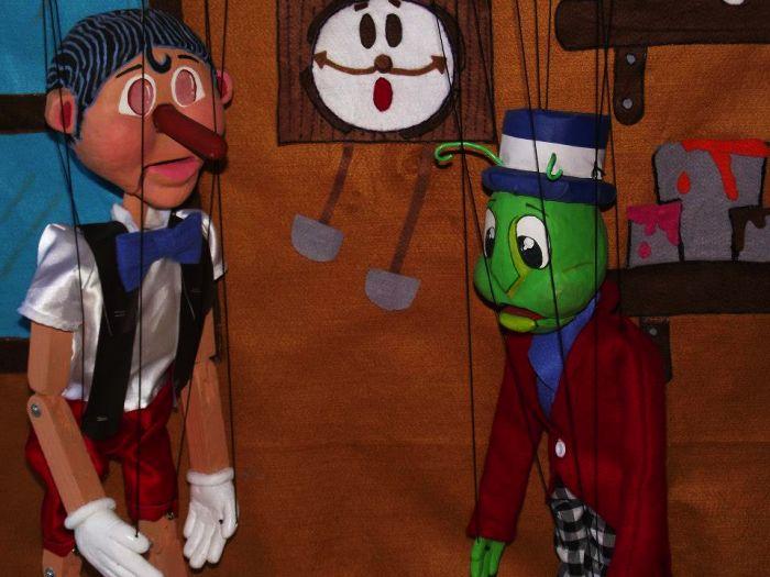 "Espetáculo do teatro de bonecos ""Pinocchio"" da Cia Fio Mágico"