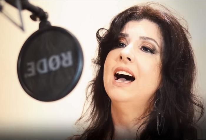 Andrea Tomelin apresenta show Esquinas