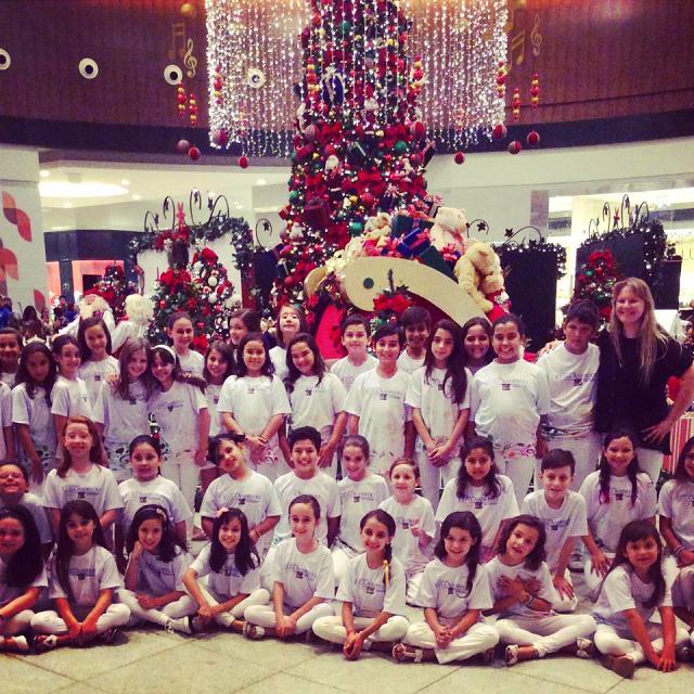 Papai Noel e apresentações músicais natalinas no Continente Shopping