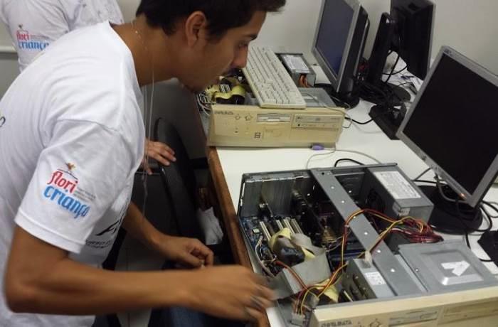Curso gratuito de montagem e manutenção de computadores abre vagas