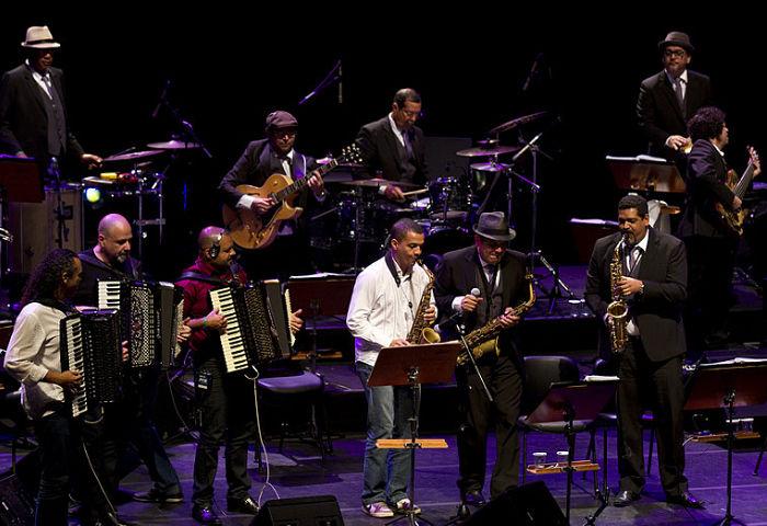 """SpokFrevo Orquestra faz show de lançamento do disco """"Frevo Sanfonado"""""""