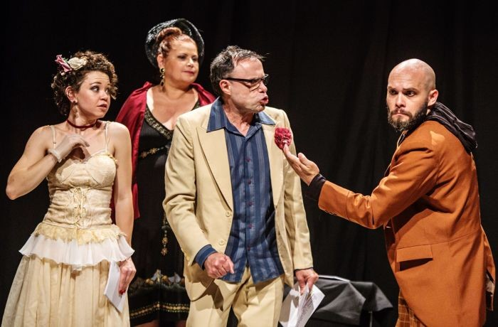 """Espetáculo """"Rádio Loquaz – Pausas de Se Ouvir"""" do Grupo de Teatro O Dromedário Loquaz"""