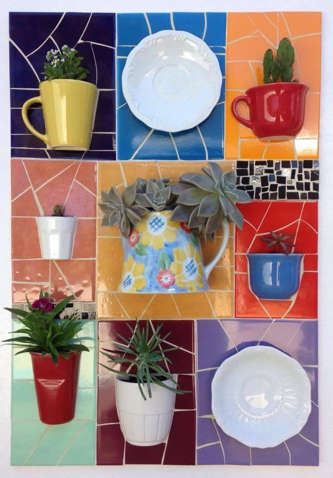 """Mostra de jardins verticais em mosaico """"Cacos de Vida"""" da artista Brígida Dettmer"""