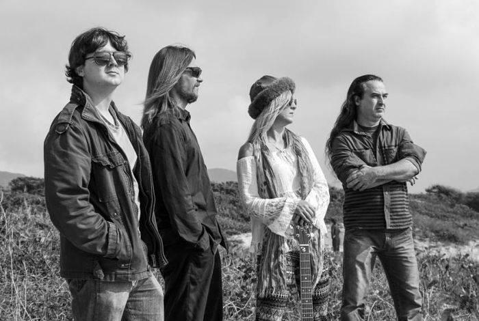 Projeto 12:30 tem show gratuito da Banda Rock Family com clássicos do rock'n'roll