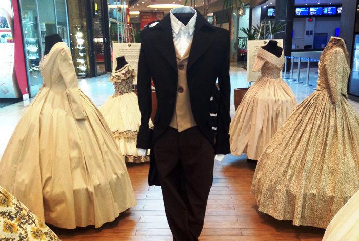 """Exposição sobre trajes do século XIX """"Tramas e sentidos"""""""