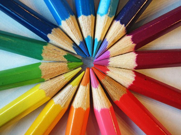 Inscrições para oficinas gratuitas de Linguagem Visual, Papel Reciclado e Teoria das Cores