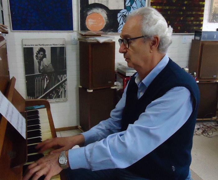 Palestras gratuitas sobre processo criativo musical com pianista e compositor Flávio Oliveira