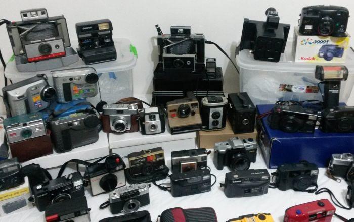 """Exposição """"Retratos da fotografia"""" com 61 máquinas antigas e atuais, rolos de filmes, imagens e materiais"""