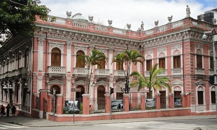 Rolé Brasil traz aula de história gratuita a céu aberto pelo Centro Histórico